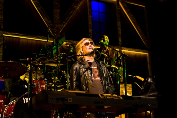 Daryl Hall Made the Middle-Aged Dreams Come True (And Put on a Pretty Good Show).